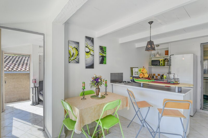 Séquoia - Appartement proche plage - St Raphael, holiday rental in Le Dramont