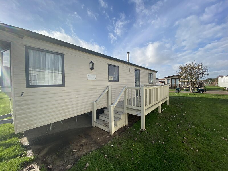 6 berth caravan for hire at Broadland Sands Holiday Park in Suffolk ref 20062BS, holiday rental in Corton