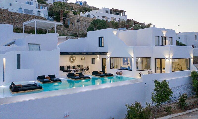 Mykonos Psarou Black Villa, holiday rental in Psarou