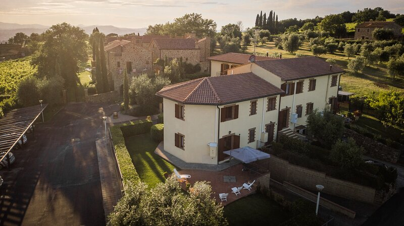 Le Sorelle, Minnie's Cottage: Casa vostra in Toscana, terra del Brunello, vacation rental in Montalcino