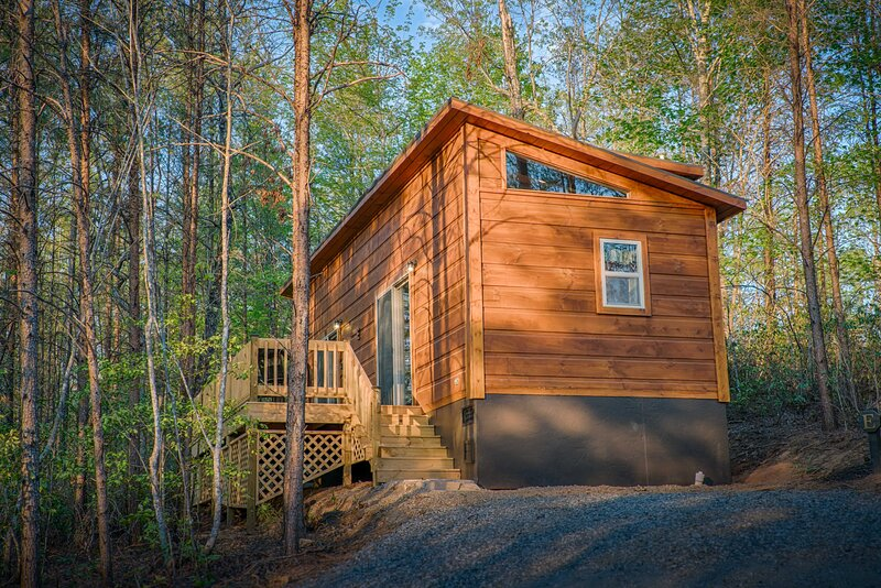 Couples Escape In Quite Setting-Cabin E at the End, holiday rental in Mill Spring