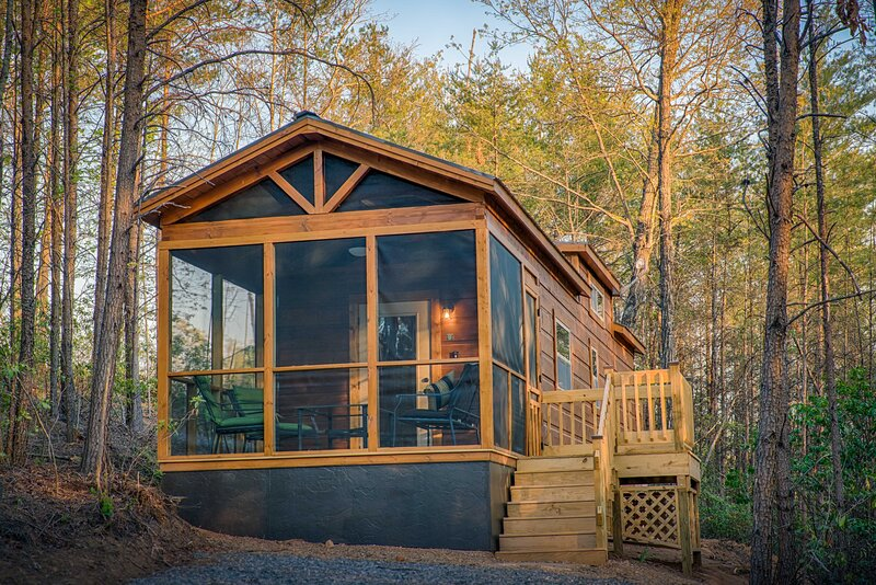 Couple's Escape at the End Of The Road (Cabin F), holiday rental in Mill Spring