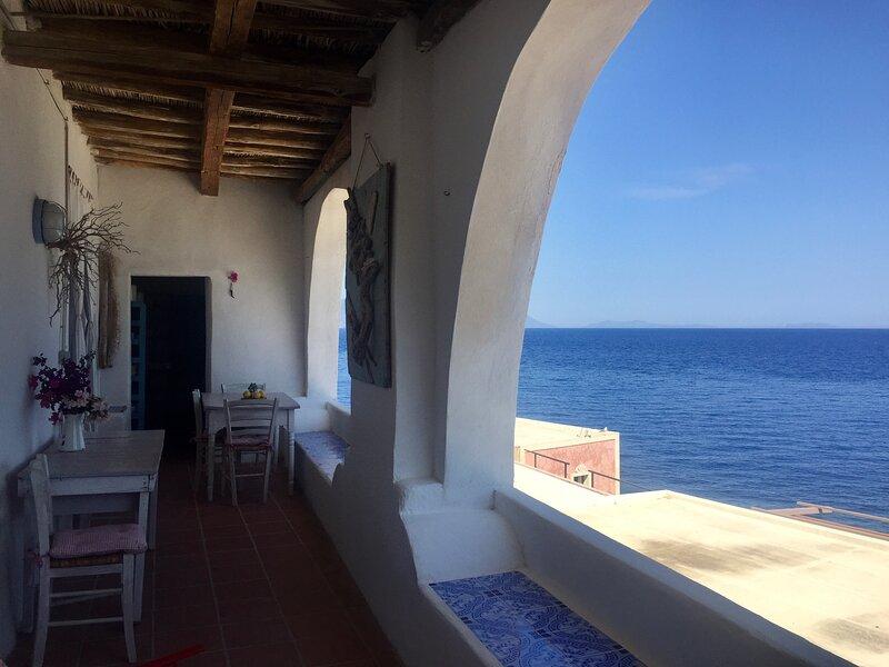 Alicudi Casa Gianni   'alloggio  rosmarino', holiday rental in Aeolian Islands