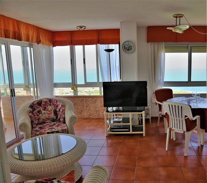Lounge with free WIFI and magnificent sea views