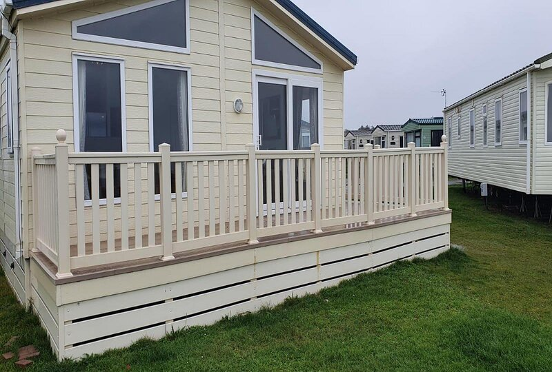 Stunning 6 berth lodge with sea views for hire at Skipsea Sands ref 41136NF, holiday rental in Barmston