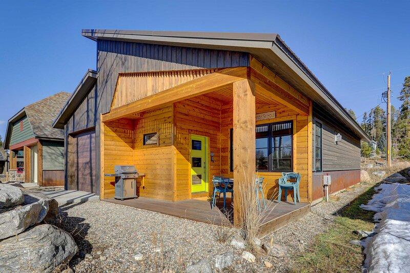 Cabin 2 Blocks to Lake & Short Walk to Town Center, vacation rental in Grand Lake