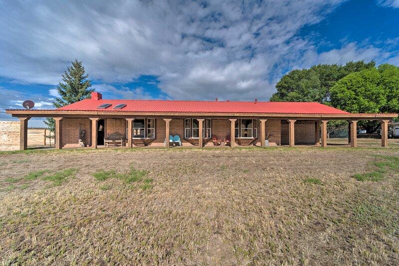 NEW! Rustic Ranch Retreat - 16 Mi to Ski Apache!, vacation rental in Ruidoso Downs