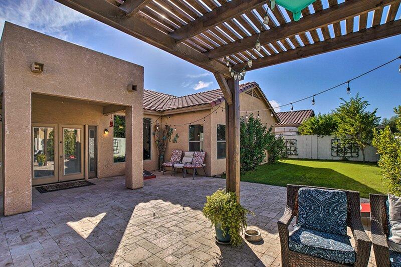 NEW! Phoenix Area Retreat w/ Patio - Pets Welcome!, location de vacances à Guadalupe