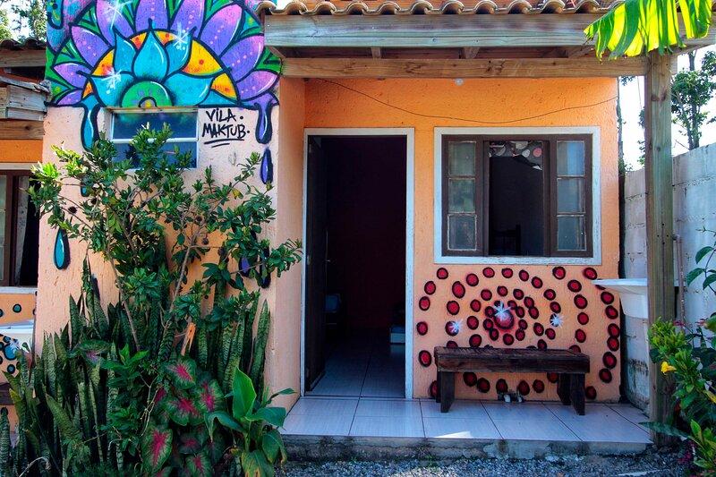 Suíte Vermelha 5 pessoas - Vila Maktub, location de vacances à Barra de Ibiraquera