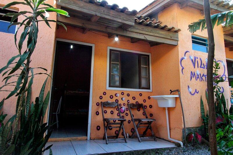 Suíte Rosa 6 pessoas - Vila Maktub, holiday rental in Barra de Ibiraquera