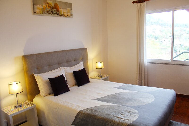 Orchid House in the middle of locals, vacation rental in Calheta