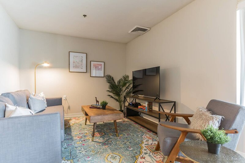 Modern Alexandria Suites + Pool + Gym, location de vacances à Baileys Crossroads