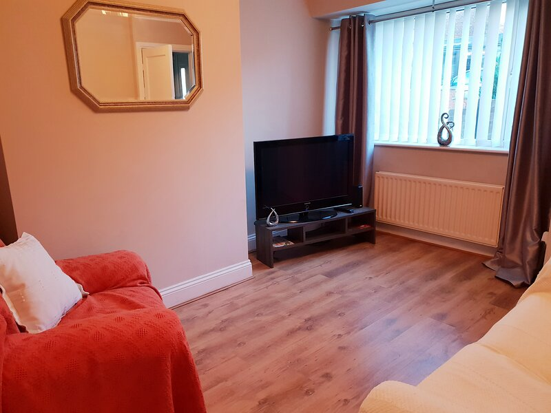 Lovely 2 bed house in quiet area, holiday rental in Birtley