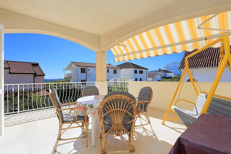 Seget Vranjica Apartment Sleeps 6 with Air Con - 5874240, holiday rental in Seget Vranjica