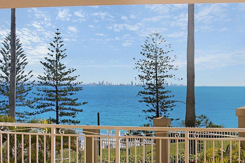 Orion 2 - Beachfront Rainbow Bay - All Linen Supplied - Min. 3 night stays year, vacation rental in Coolangatta