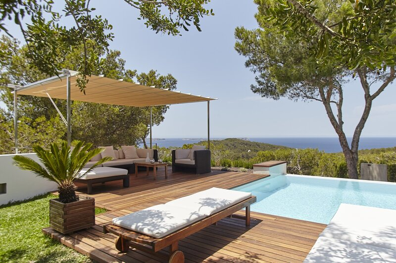 Villa - 5 Bedrooms with Pool and WiFi - 108770, holiday rental in Cala Gracio