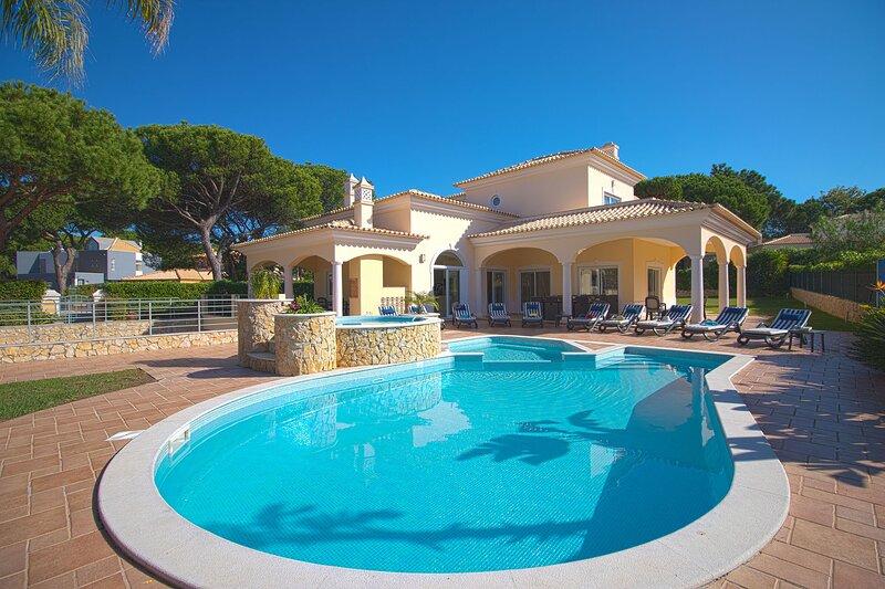 Villa Hera, Ferienwohnung in Quarteira
