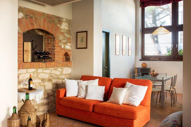 Il Forno, unique apartment for 5 pax in the Crete Senesi area. Pool, A/C & Wi-Fi, holiday rental in Rapolano Terme