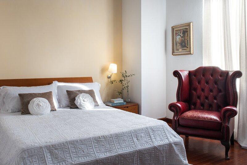 Il Loggiato, two bedrooms apartment in the Crete Senesi region. Pool, A/C, Wi-Fi, holiday rental in Rapolano Terme