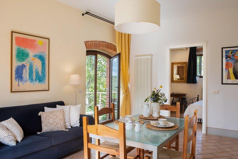 La Corte, one bedroom apt on the ground floor close Asciano. Pool, A/C & Wi-Fi, holiday rental in Rapolano Terme