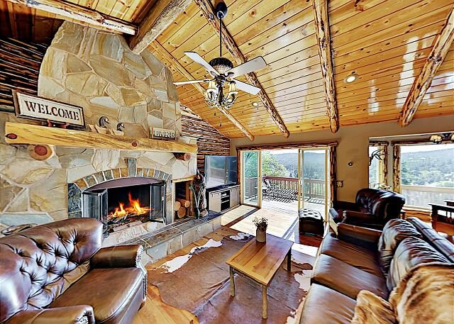 Grand Luna Lodge with Hot Tub, Game Room & A/C | Minutes to Dining & Skiing, vacation rental in Lake Arrowhead