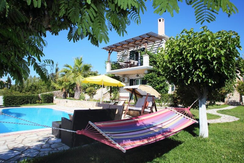 Villa Nefeli with Private Pool and Seaviews, vacation rental in Kavallos