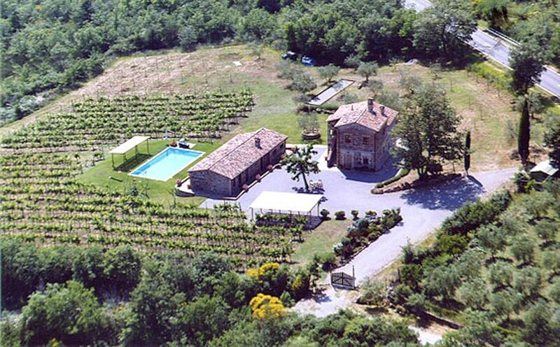 Villa with private pool, air conditioning, Jacuzzi, Wi-fi southern of Siena., casa vacanza a Piancastagnaio