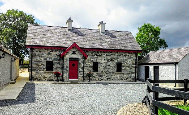 Muckno Lodge 5 Bedroom Cottage - Front entrance
