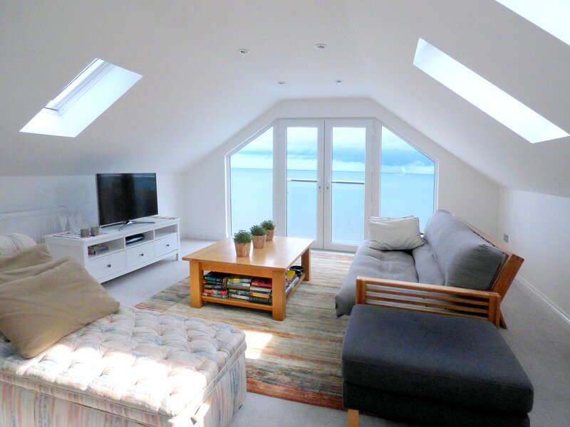 Stunning one bedroom apartment seconds from the beach with fabulous sea views, Ferienwohnung in Dawlish