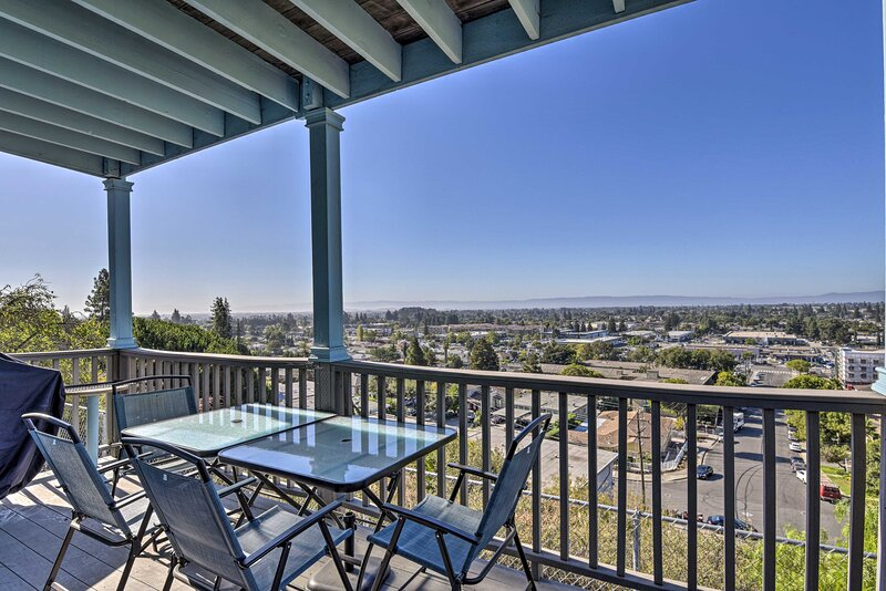 NEW! Hillside Home w/ SF Bay Views, 1 Mi to Dtwn!, holiday rental in Union City