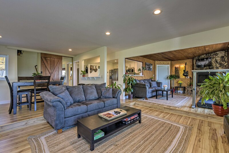 NEW! Hillside Home w/ SF Bay Views, 1 Mi to Dtwn!, vacation rental in Castro Valley
