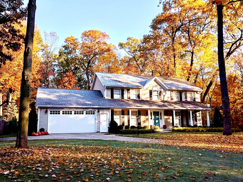 Large Home 4 Bed, 2.5 Bath, 2400sf, Home games, parent visits. Rent all/partial., casa vacanza a Middlebury