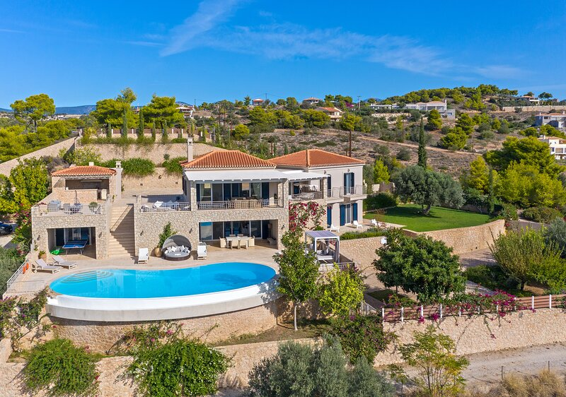 Villa Angelico, amazing view, private pool, 5 bedrooms, free wifi and parking., holiday rental in Porto Heli
