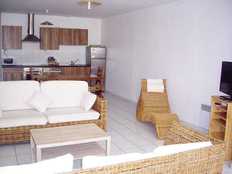 Logement de Vacances Bord de Mer 9/10 Personnes, Appartement au Calme 200M PLAGE, vacation rental in Saint Viaud
