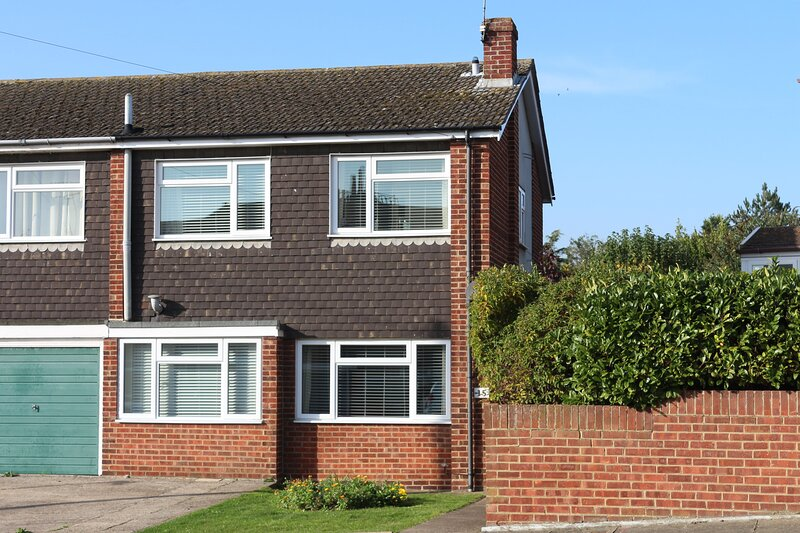 Quiet Central Location | 5 mins from Beach | Children Welcome | Parking | Garden, vacation rental in Isle of Thanet