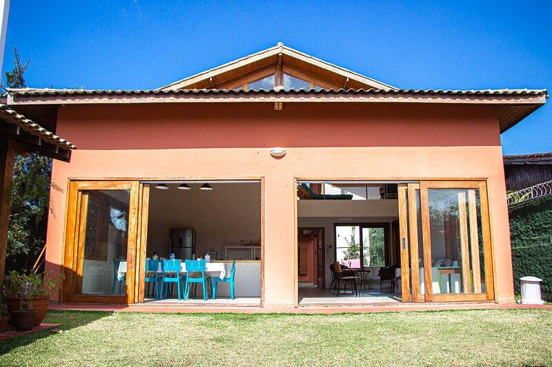 Guarujá: Casa com Churrasq, Wi-Fi a 5 min da praia, aluguéis de temporada em Guarujá