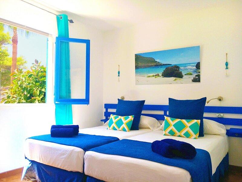 N4_Apartamentos Ciutadella - 1 habitación con terraza., location de vacances à Cala Blanca