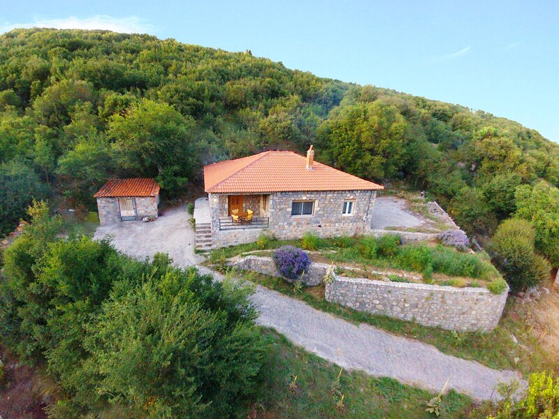 'Taygetos' Relaxing Cottage, vacation rental in Kalamata