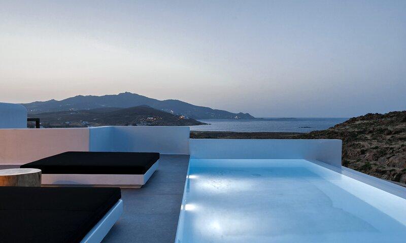 Mykonos Ftelia Black Villa 3, holiday rental in Ftelia