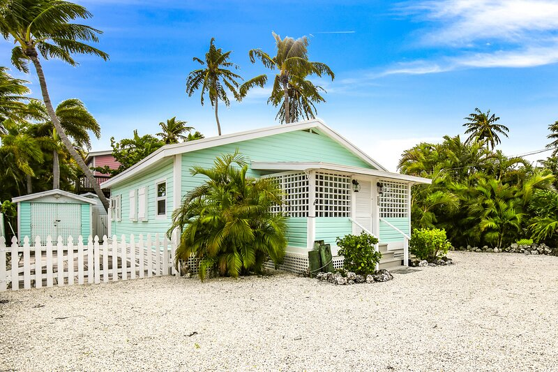 New Listing! Breezy home w/ enclosed yard & private gas grill - near the water!, casa vacanza a Conch Key