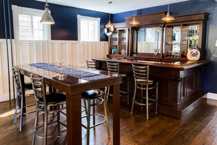 Naval Academy Themed at the Gates with parking!, vacation rental in Cape Saint Claire