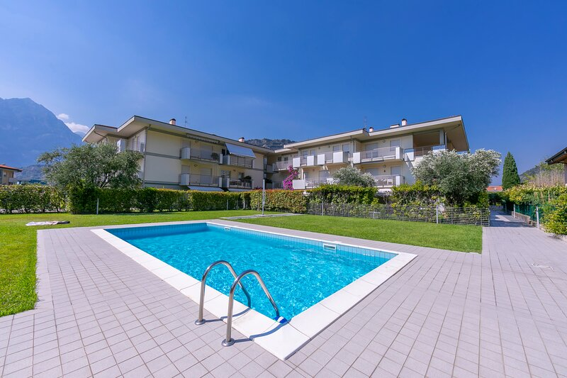 Torbole Relax, Pool & Balcony Apartment, vacation rental in Brentonico