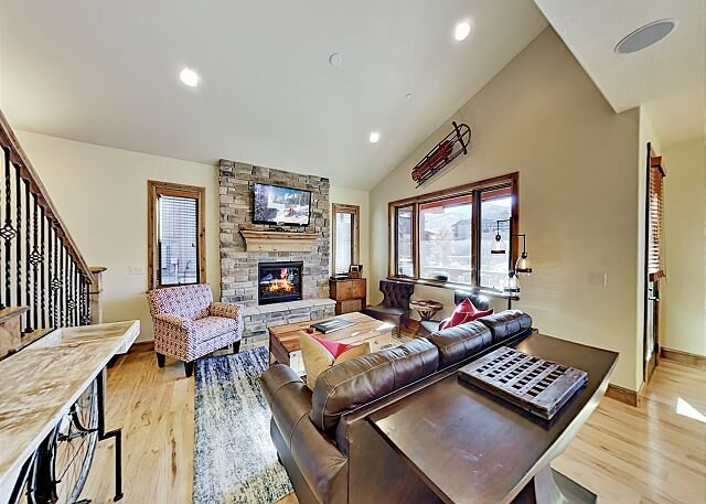 Luxe Shores at Stillwater Townhome | Mountain-View Balcony | Near Gondola, holiday rental in Woodland