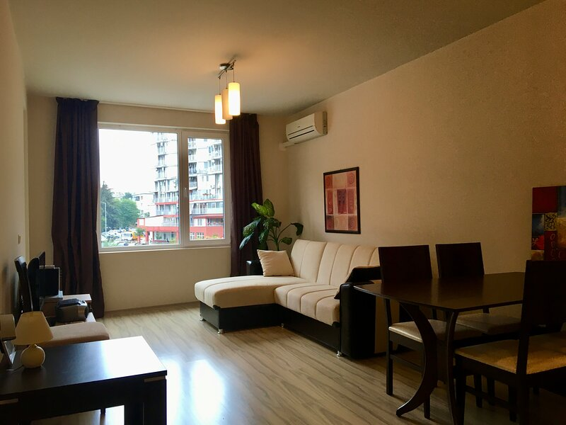 """Apartment in VIP Complex """"Perla"""" Bright, and Warm, holiday rental in Burgas"""