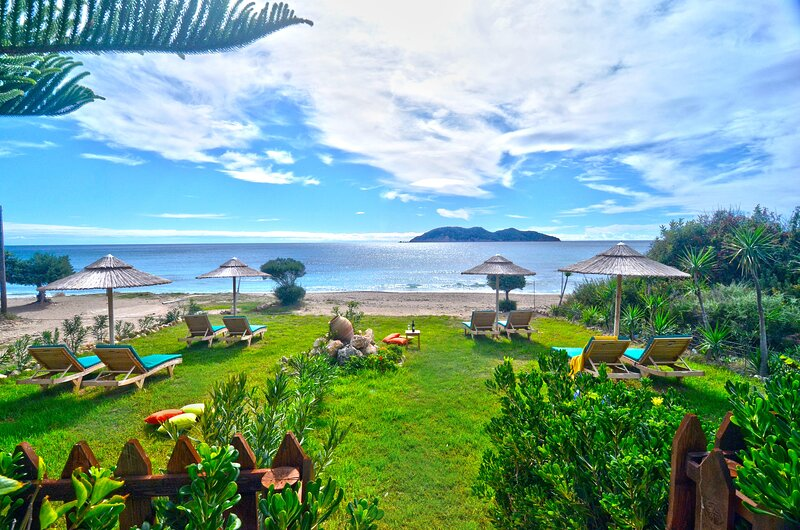Beachfront Andriana Villa with mini pool and spa, holiday rental in Vasilikos