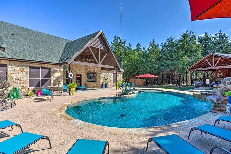 NEW! Terrell Ranch Home: Outdoor Oasis on 14 Acres, location de vacances à Kemp