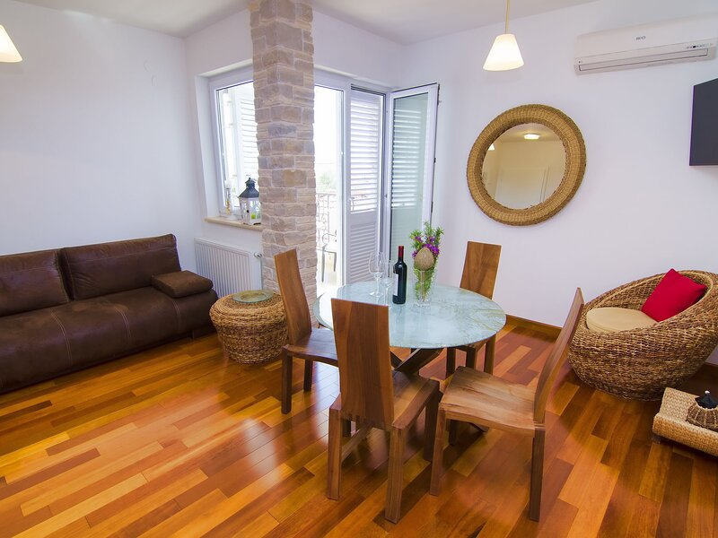 Splendid Apartment in Murter with Swimming Pool, holiday rental in Murter