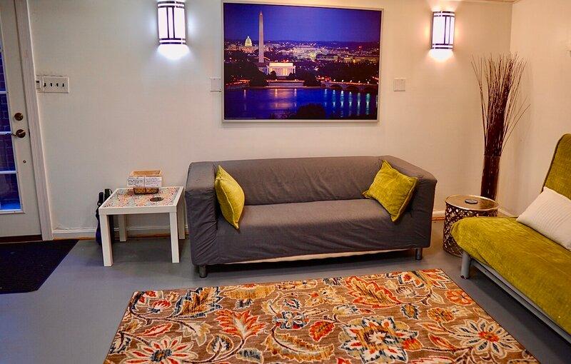 Cozy 2-bedroom Washington DC -sleeps 6 w/free parking, holiday rental in Colesville