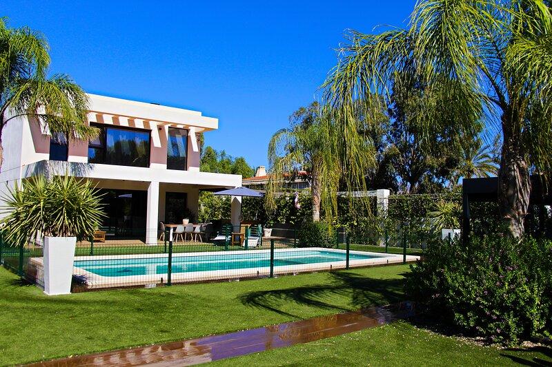Exclusive Villa Beach in Alicante, holiday rental in Mutxamel