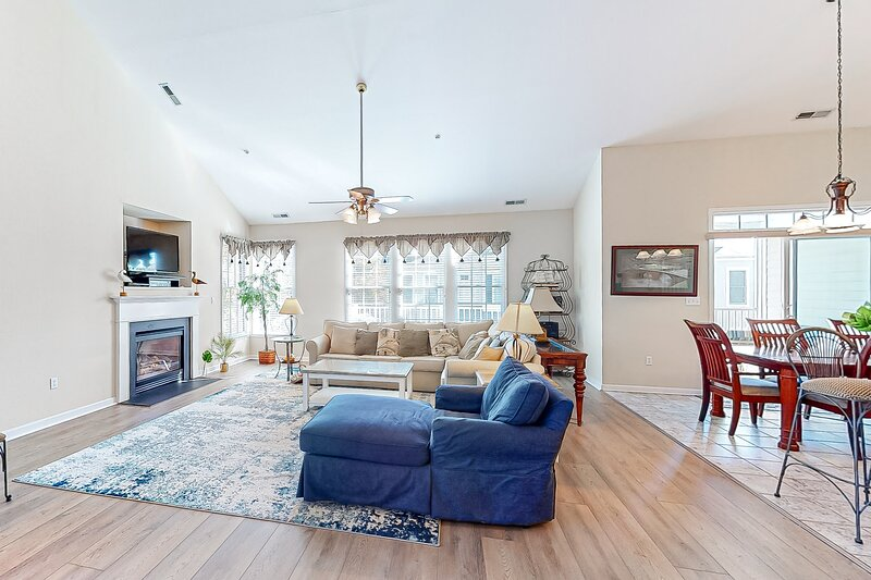 Bear Trap Dunes 2nd floor condo w/ fireplace, tennis court, and free WiFi, holiday rental in Millville